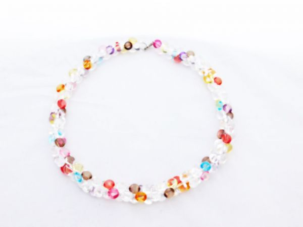bunte Halskette aus Plastikperlen - Fair Trade
