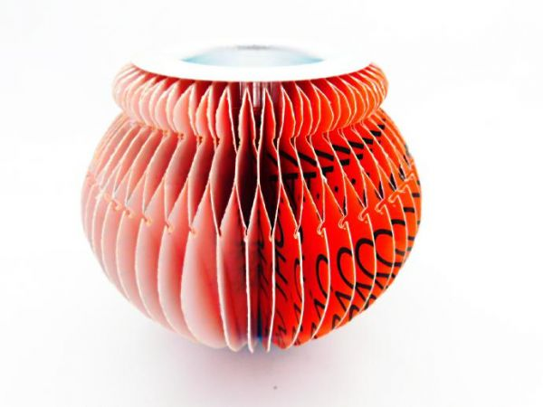 kugelförmiger Teelichthalter in verschiedenen Farben - aus recyceltem Papier - Fair Trade