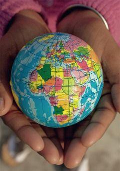 Grußkarte - die Welt in der Hand