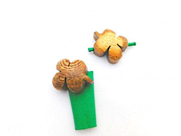 ein Wunsch-Kleeblatt aus Holz geschnitzt - Fair Trade
