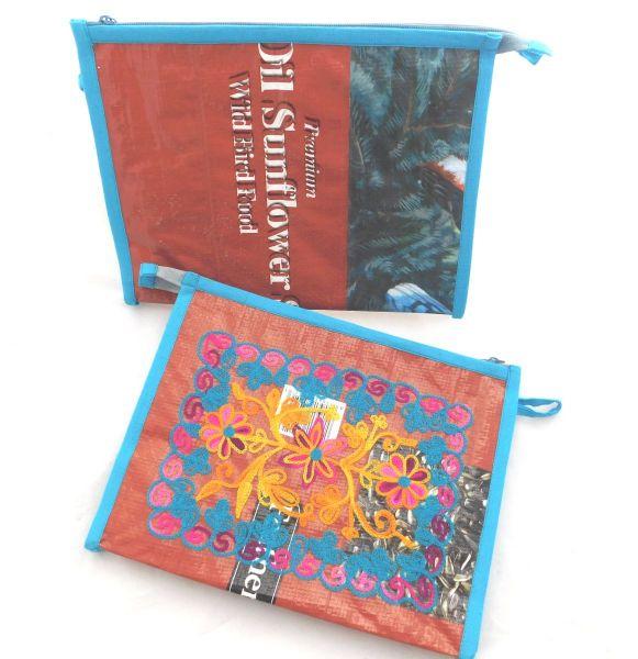 Reise Kulturbeutel mit Stickerei aus alten Futtersäcken -Upcycling - Fairtrade
