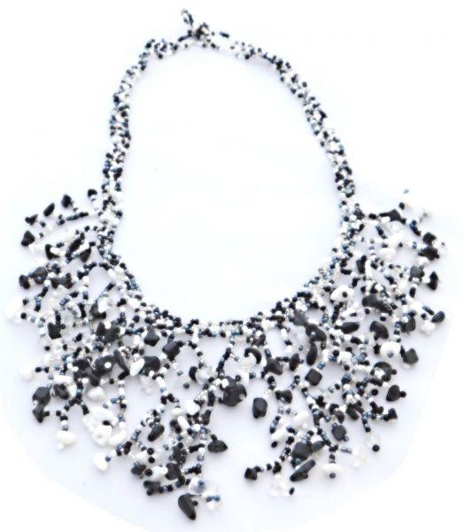 schwarze/weiße Halskette aus Stein- und Glasperlen - Fair Trade