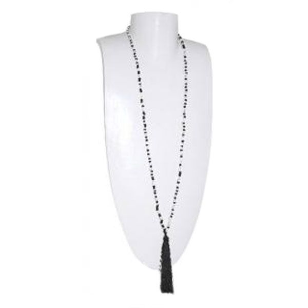 schwarze/weiße Halskette aus Glasperlen mit schwarzer Quaste - Fair Trade