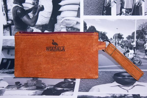 Federmäppchen Kosmetiktasche mit Schlüsselanhänger aus Baumrinde - lila- Fairtrade