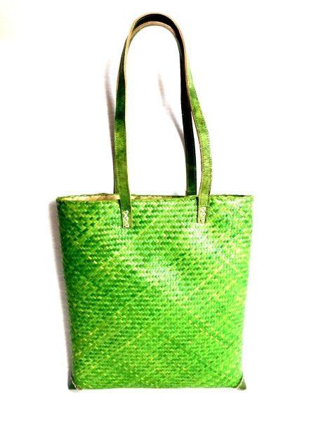 A4-Format Tasche -grün- aus Pflanzenfasern mit Ledergriffen - Fairtrade