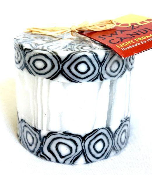 Stumpenkerze Schwarz Weiß Rand Spiral -Swasi Candle - Fairtrade